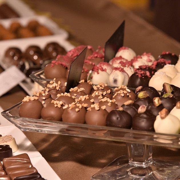 Narodil se ve Francii, ale zalíbilo se mu vČesku. Chrisi Delattrovi ale chyběla čokoláda, tak začal pořádat Čokofest.