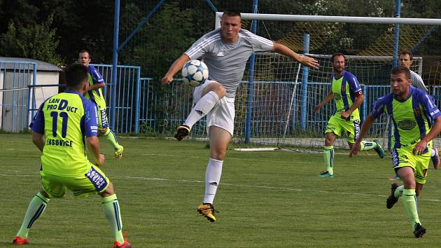 Fotbalisté Břeclavi (na snímku v šedém dresu Jan Hloch) se v pondělí vrátí ke společnému tréninku.