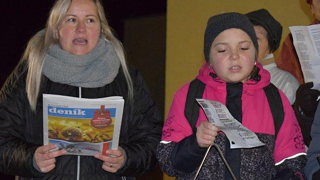 Na Břeclavsku chodí zpívat koledy čím dál víc lidí. Velká účast byla i v Kloboukách