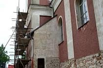 Oprava kostela ve Velkých Hostěrádkách.