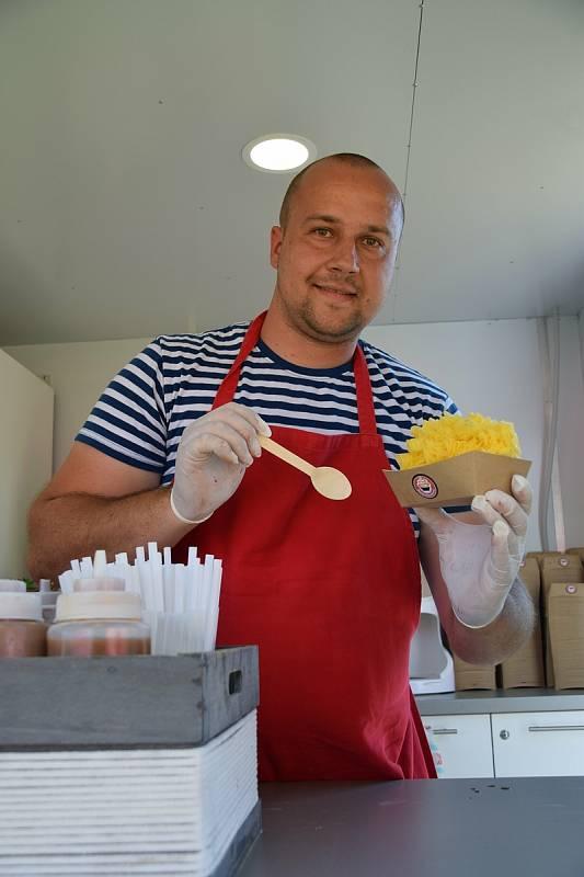 Antonín Juriga nabízí ve svém Bistru Přístav v Pavlově unikátní zmrzlinu na asijský způsob.