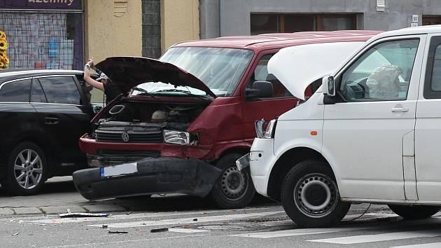 Dopravní nehoda dvou dodávek v břeclavské části Poštorná si vyžádala dvě zranění. Událost se se stala v sobotu před půl jedenáctou dopoledne v Hraniční ulici.