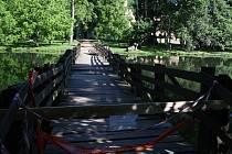 Most vedoucí k Janohradu je opět uzavřený.