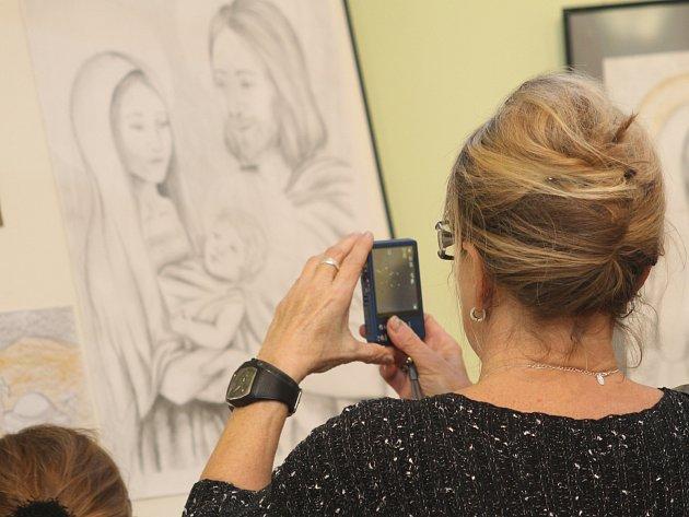 Dětskou výtvarnou soutěž Malujeme a tvoříme betlémy vyhodnotili zástupci břeclavského Střediska volného času Duhovka. Výstavu prací dětí z mateřských či základních škol si mohou lidé prohlédnout v muzeu a galerii v podkroví Lichtenštejnského domu.