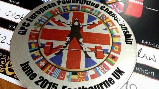 Zlatá medaile z mistrovství Evropy v silovém trojboji.