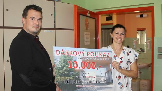Břeclavská nemocnice dostala dar deset tisíc korun