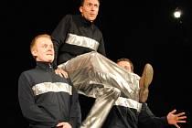 Šest soutěžních a jeden hostující soubor se představili divákům šestého ročníku Krajské divadelní přehlídky vesnických souborů Jarní Sešlost v Boleradicích.