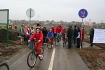 Přes dva kilometry měří nová cesta mezi Velkými Pavlovicemi a Bořeticemi. Využijí ji cyklisté, bruslaři i turisté