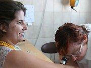 Evropský den melanomu vyhnal k preventivní kontrole znamének do břeclavské nemocnice desítky lidí. Mají jistotu.