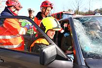 U hromadné dopravní nehody v Bořím lese u Břeclavi zasahovaly desítky hasičů, záchranářů a policistů. Šlo pouze o cvičení.