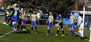 Fotbalisté MSK Břeclav (ve žlutomodrém) porazili v 17. kole Divize D celek Bzence 4:1.