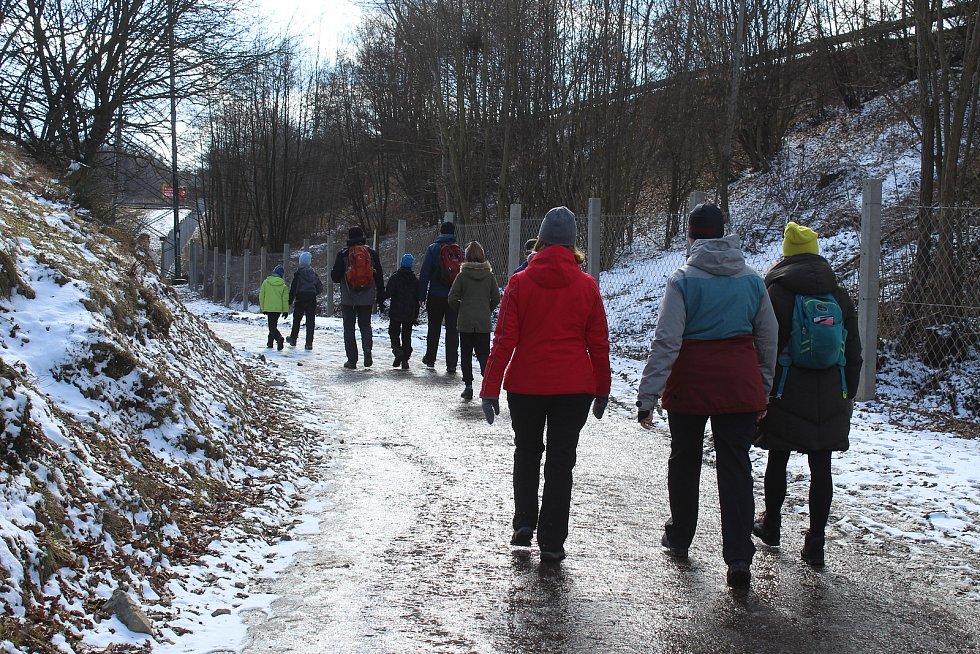 Třetí nejlidnatější kraj v republice je ten Jihomoravský. Na snímku brněnská obora Holedná, kam vyrazili lidé na výlet či za zvířaty.