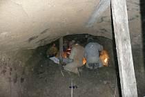 Pod silnici v Milovicích se ukrývá pravěký poklad.