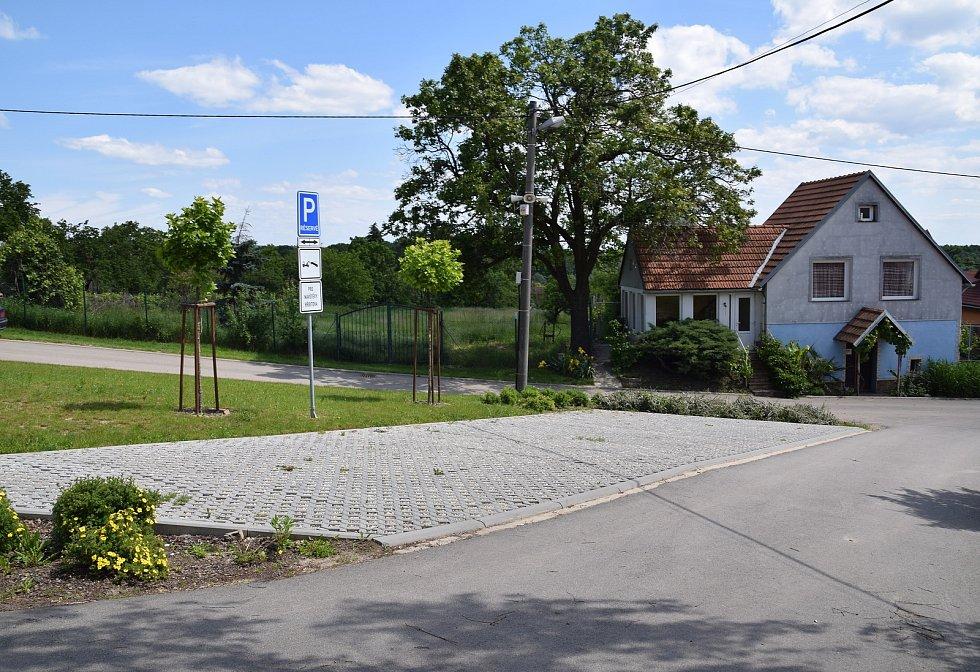Parkoviště u hřbitova