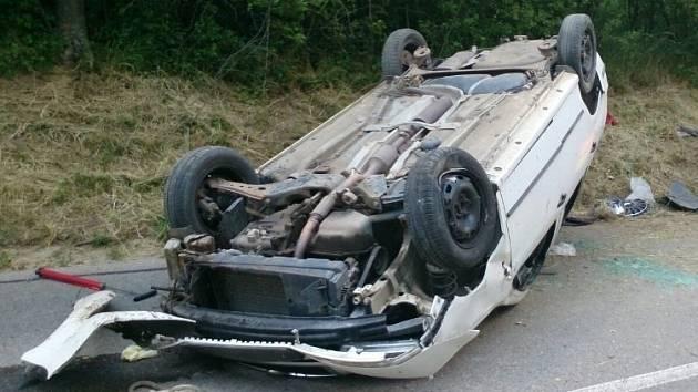 Tři zranění lidé jsou výsledkem páteční dopravní nehody v Kurdějově. Na místě havarovalo osobní auto, ke zraněným přiletěl také vrtulník. Viníkem je opilý řidič. Výsledek dechové zkoušky ukázal, že řidič sedl za volant se třemi promile.