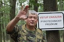 Čištění Bořího lesa od munice mezi Břeclaví a Valticemi.