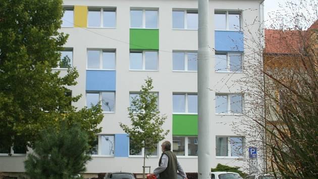 Návrh nové fasády vycházel z kombinace barev vyskytujících se ve znaku a vlajce města Břeclavi.