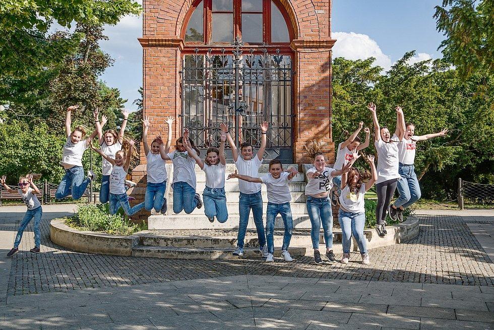 Na osmdesát tanečníků v Břeclavi poděkovalo zdravotníkům prostřednictvím Jerusalema Dance.