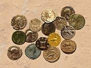 Příklady římských mincí nalezených v germánském prostředí.