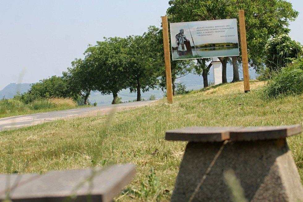 Novou archeologickou naučnou stezku představil v pondělí u Pasohlávek i odborník Balázs Komoróczy. Tématem je Mušov jako brána do Římské říše.