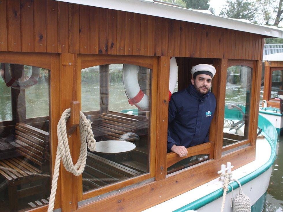Na Zámecké Dyji v Lednici nově pluje loď se jménem Valtice.