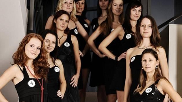 Zlínská semifinálová desítka soutěže Miss Academia, dalších deset vysokoškolaček vybrali porotci v Praze.