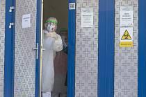 Koronavirus a respirátory, ilustrační foto