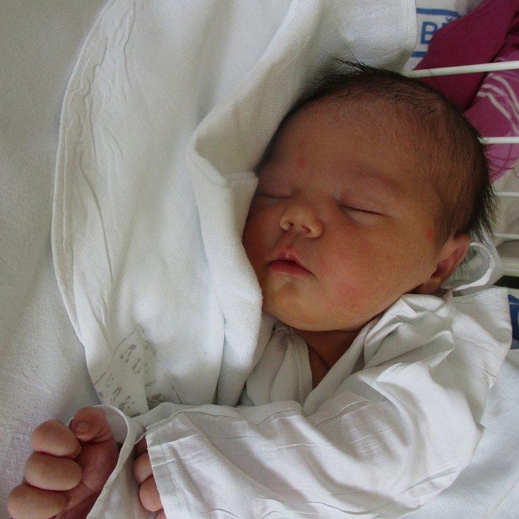 Aurélie Švarná, Pasohlávky, 16. března 2020, 14.10, Nemocnice Břeclav, 53 centimetrů, 3690 gramů. Foto: Monika Švestková