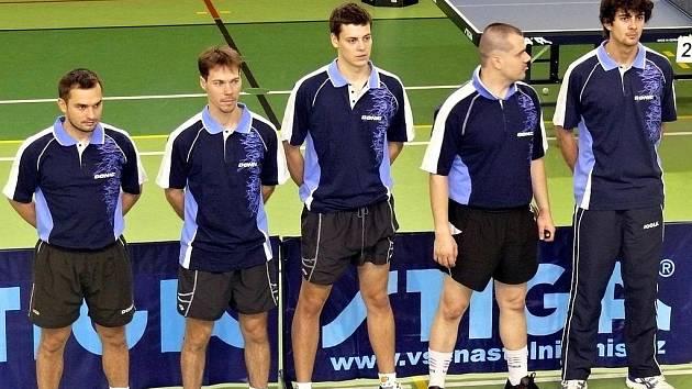 Stolní tenisté Lanžhota. Zleva Darmovzal, Koníček, Štofka, Svoboda a Gajdoschík.