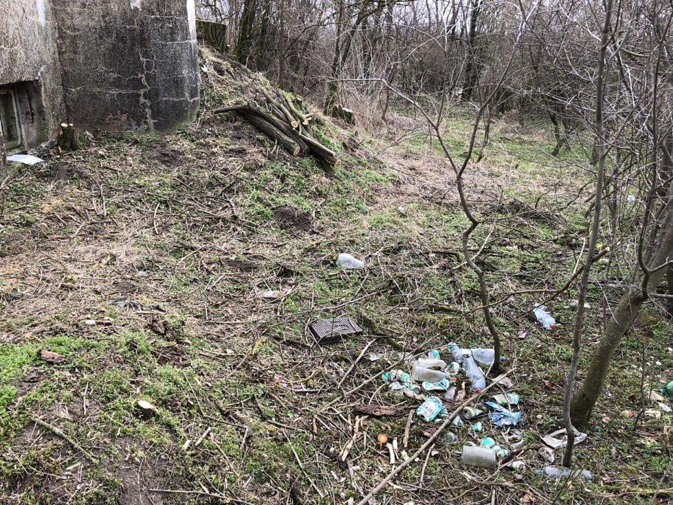 Satelitní řopík u Březí na Břeclavsku.