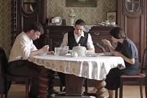 Tvůrčí dvojice Tomáš Uher a Milan Cyroň se v Břeclavi pustí do natáčení nezávislého filmu o kritických dnech mobilizace roku 1938 z pohledu obyčejných vojáků.