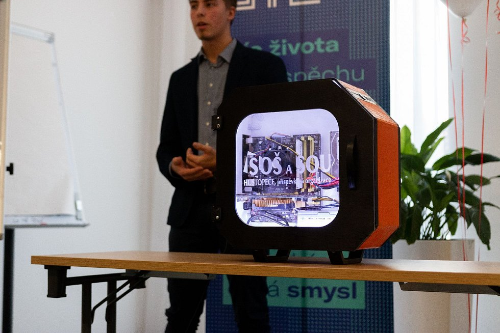 Studenti středního odborného učiliště v Hustopečích získali druhé místo v soutěži Jihomoravského inovačního centra 3D tiskáren.