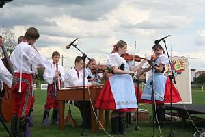 V sobotu na prvním ročníku festivalu s názvem Zpěvy na dědině vystoupilo šest dětských souborů.