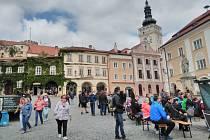 Mikulovské náměstí hostilo tradiční Setkání pod Taneční horou. Vystoupení folklorních souborů přilákala stovky návštěvníku.