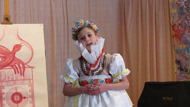 Devatenáct vítězů oblastních kol soutěže Zpěváček hanáckého Slovácka změřilo své hlásky v sobotu v regionální části soutěže v Mikulově