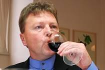 Majitel valtického vinařství MORAVÍNO Ludvík Budín je také zkušený degustátor.