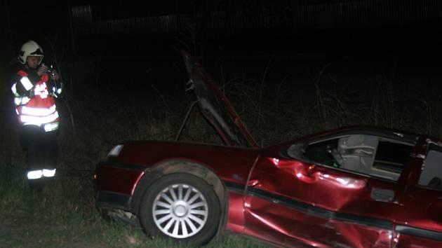 Nehoda kamionu a osobního auta.