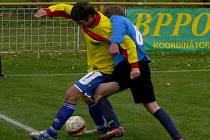 Fotbalisté Charvátské (v modrém) se nedokázali prosadit ani proti oslabenému Hlohovci.