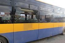 Autobus plný dětí se ve čtvrtek ráno srazil s traktorem s přívěsem. Nehoda se stala v Moravské Nové Vsi před půl osmou. Na to, že jsou děti zraněné, přišli až učitelé ve škole.
