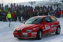 Hustopečská dvojice na Rallye Monte Carlo bojuje s ledem a sněhem.
