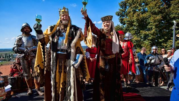 Pálavské vinobraní láká na středověk i hvězdné kapely. Lidé vyrobí i kroj