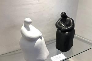 Plastiky a obrazy na výstavě Rozumění