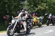 První ročník motohodů na Podluží přilákal do Tvrdonic stovky motorkářů.