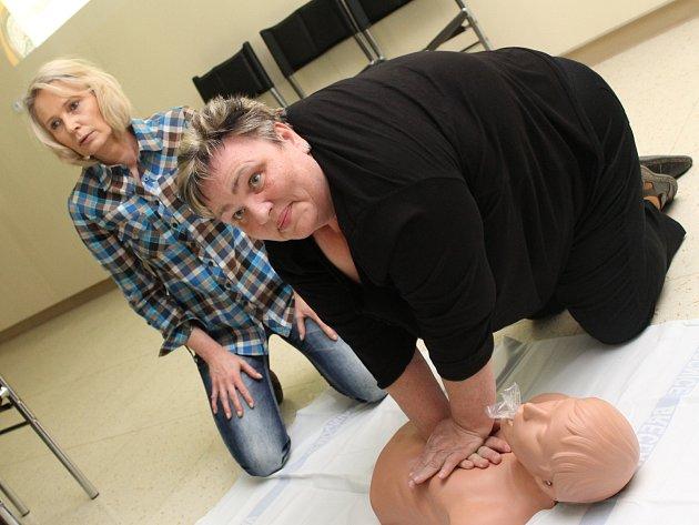 Vedení břeclavské nemocnice pořádalo kurz první pomoci pro laiky.