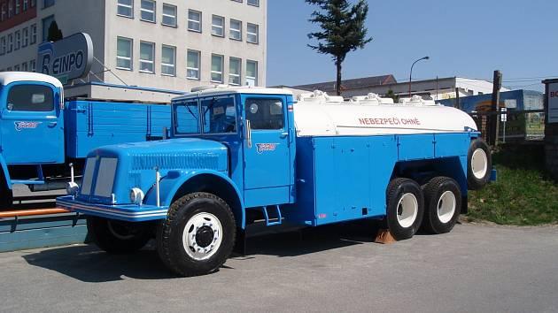 Tatry 111 C cisterna na pohonné hmoty ČSAD Břeclav. Ilustrační foto