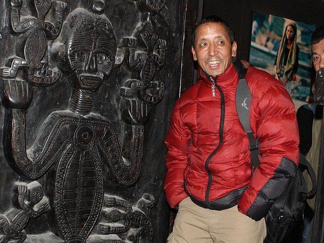 Apa Sherpa se po cestě do Kodaně zastavil v Lednici.