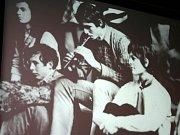 Vzpomínkou na uplynulá divadelní léta oslavili dřívější i současní členové břeclavského divadla poezie Regina čtyřicáté narozeniny souboru.