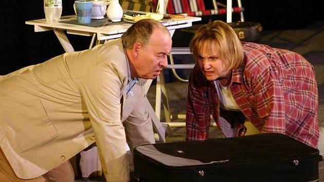 Zaplněné hlediště břeclavského kina Koruna sledovalo Milenu Steinmasslovou, Ivana Vyskočila, Danu Homolovou a Otto Kaluse v komedii Zmýlená platí.