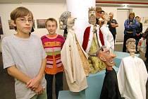 Velkému zájmu vídeňských návštěvníků, zejména těch menších, se těší loutky Michala Mikuliče.