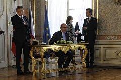 Společné zasedání českého premiéra Bohuslava Sobotky a předsedy slovenské vlády Roberta Fica. Ilustrační foto.